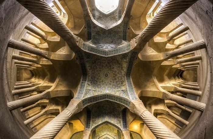 Потолок в иранской мечети.