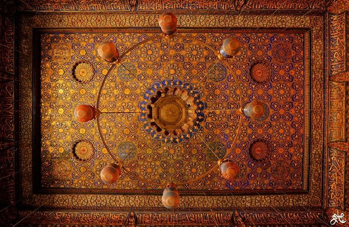 Оригинальный потолок в исламской мечети.