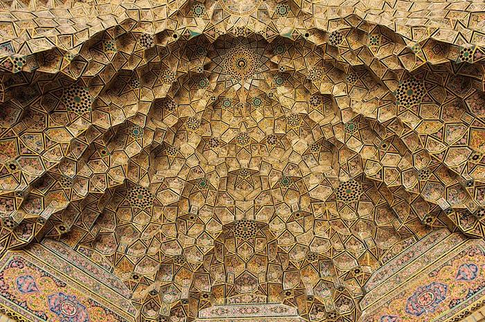 Уникальнык потолок мечети.