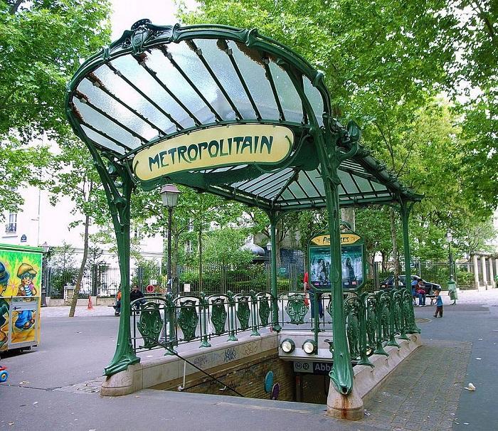 Вход в метро на станции Abbesses. | Фото: fiveminutehistory.com.