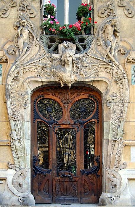 Здание в стиле ар-нуво в Париже, построенное по проекту архитектора Жюля Лавиротта. | Фото: fiveminutehistory.com.