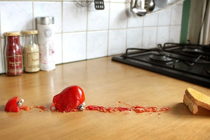 Неудачное «приземление» помидора.