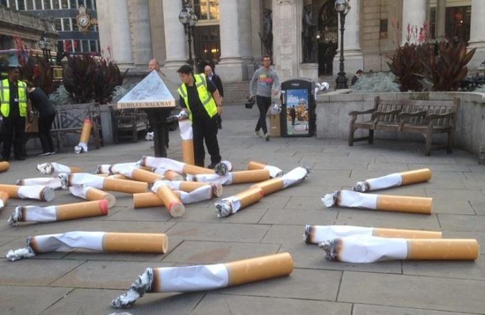 Оригинальный перфоманс от активистов, борющихся за чистоту улиц.