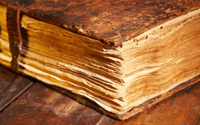 Древние темные книги. | Фото: oboi.cc.
