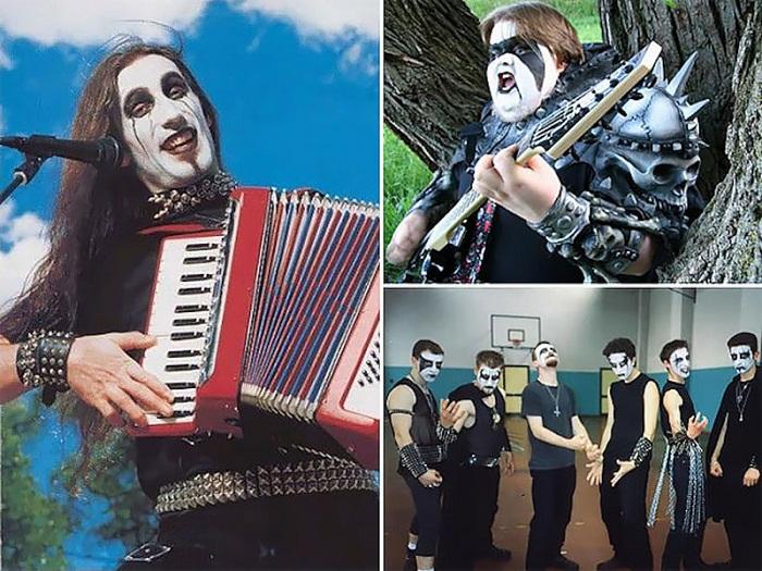 Этот снимок металлиста с аккордеоном стал популярным интернет-мемом. | Фото: bigsmi.com.