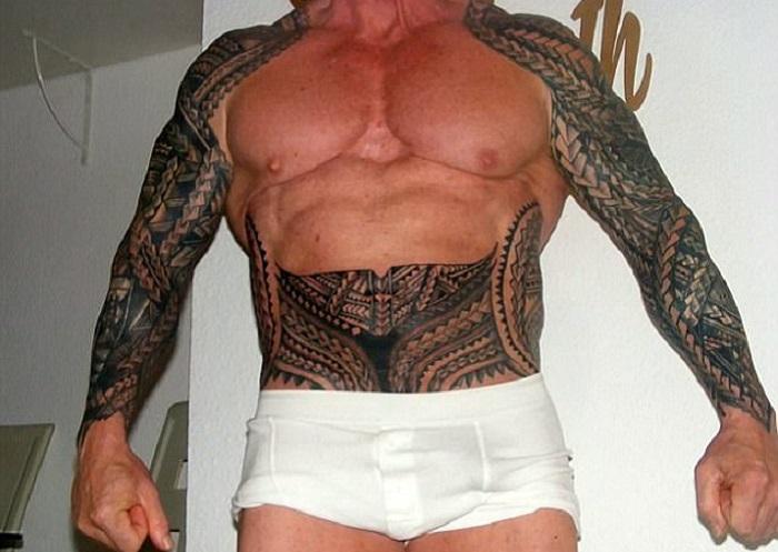 Тело Рэя Хоутона, частично покрытое татуировками. | Фото: dailymail.co.uk.