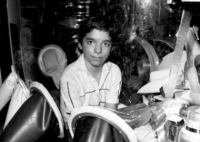 Мальчик находился в стерильном боксе 12  лет. | Фото: ww4.hdnux.com.