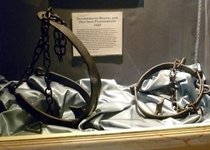 Scold's bridle - ругательская уздечка.
