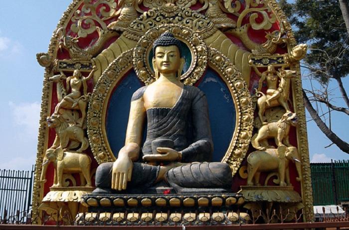 Статуя Будды Шакьямуни.   Фото: maximonline.ru.