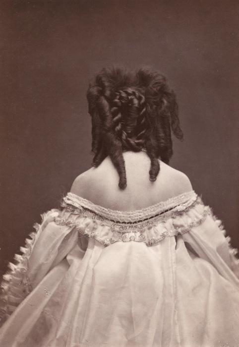 В середине XIX века такая поза для фотографии была редкостью, 1865 год. | Фото: liveinternet.ru.