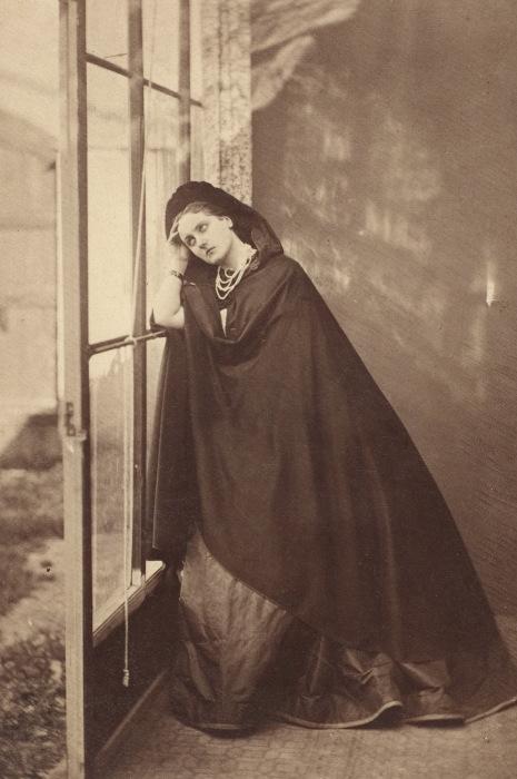 Графиня ди Кастильоне в трагическом образе. Фотография 1865 года. | Фото: kknews.cc.