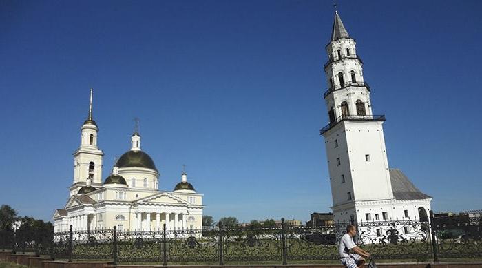 Наклонная башня в Невьянске.