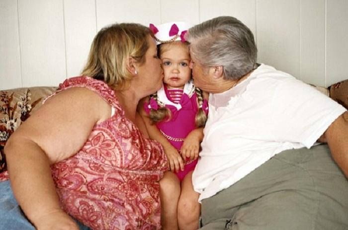 Счастливые родители и «счастливый» ребенок. | Фото: ellf.ru.