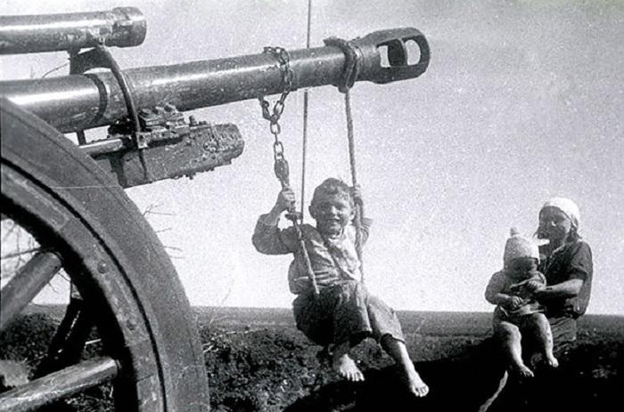Ретро-фотография, сделанная после Битвы под Сталинградом.