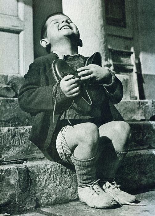 Снимок «New Shoes», сделанный фотографом Gerald Waller в 1946 году.