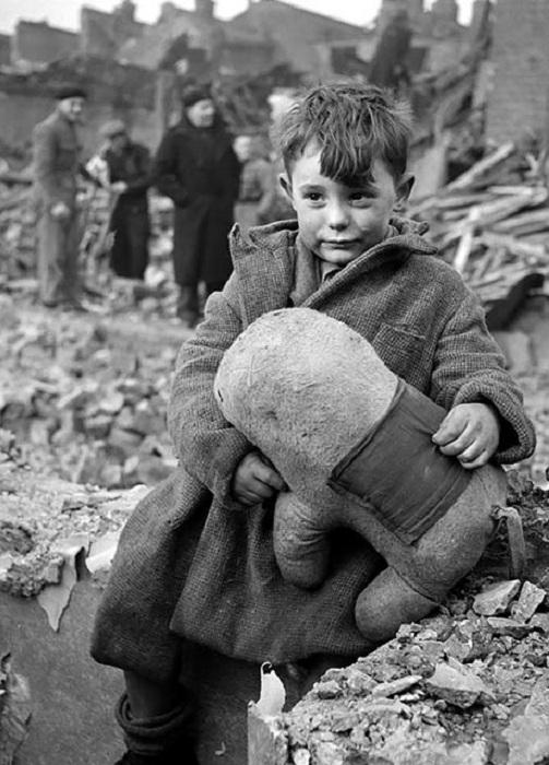 Ретро-фотография. Лондон, 1945 год.