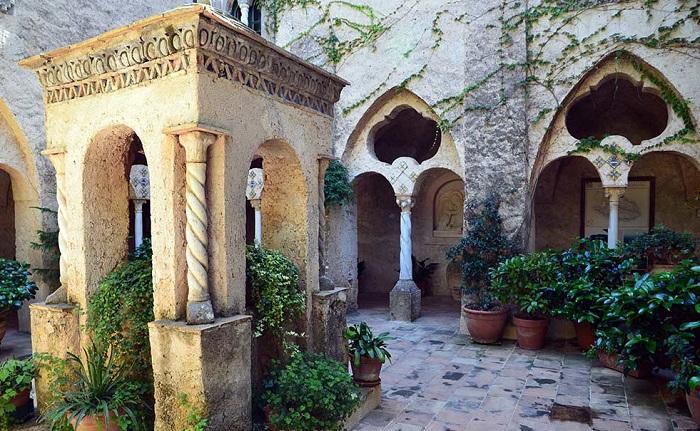 Вилла Чимброне - постройка XI века.   Фото: botanicalgardenphotography.com.