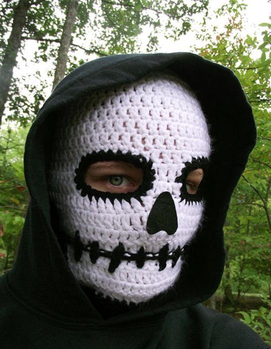 Вязаная маска черепа.