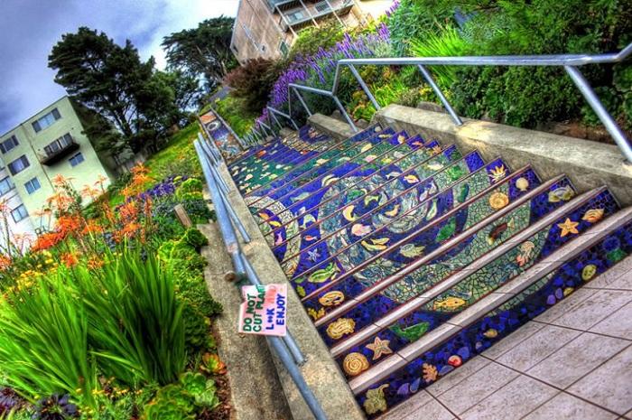 6th Avenue Tiled Steps в Сан Франциско.