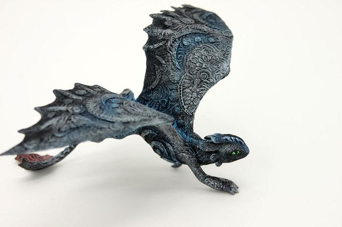 Фигурка дракончика из полимерной глины.