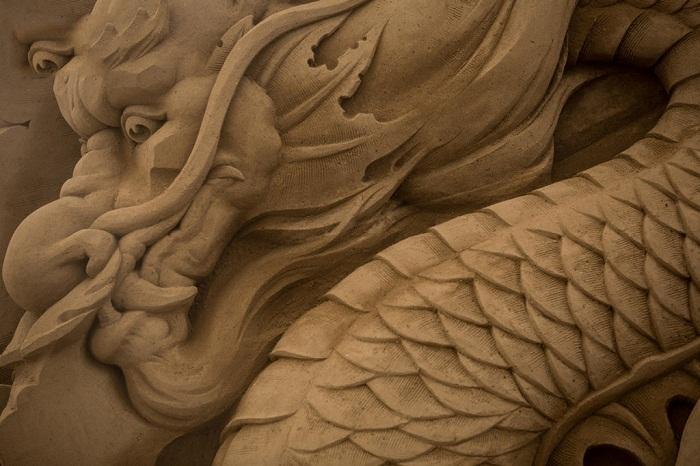 Выставка скульптур из песка в городе Йокогама.