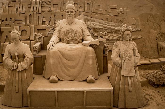 Культурное наследие стран Востока в виде песчаных скульптур.