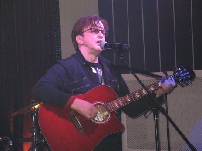 Александр Барыкин - советский и российский певец, рок-музыкант и композитор.