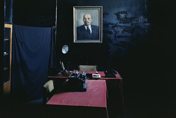 Комната допроса в военной тюрьме Кароста (Латвия).