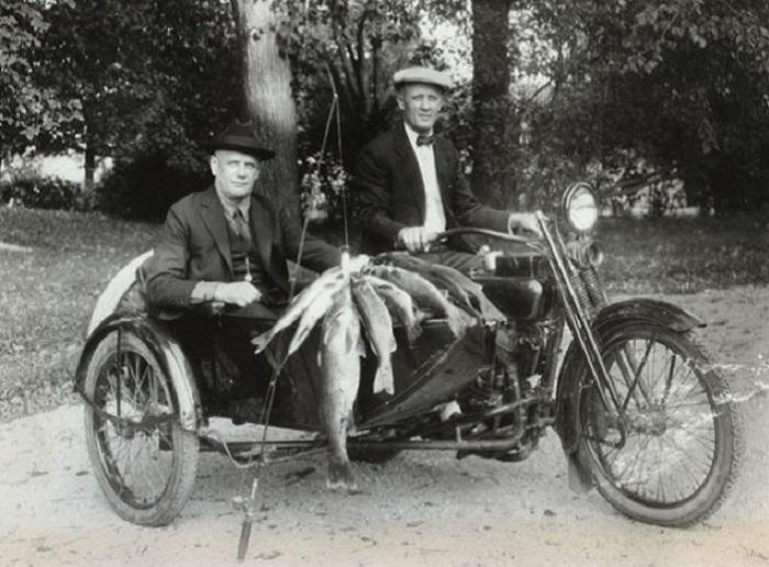 Уильям Харли и Артур Дэвидсон, 1924 год. | Фото: gizmodo.com.
