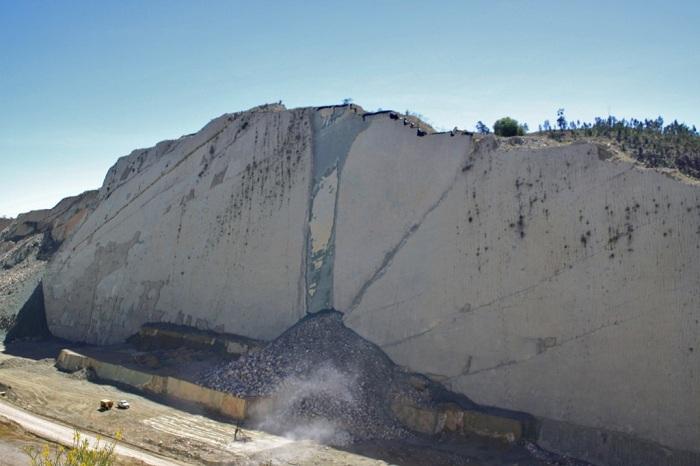 В 2010 году часть стены Cal Orck'o обвалилась. | Фото: lifeglobe.net.