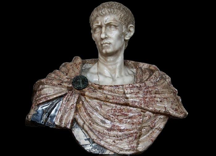 Бюст императора Диоклетиана.   Фото: maximonline.ru.