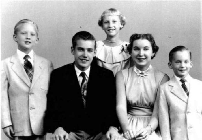Дональд Трамп (слева) и его семья. | Фото: chto-proishodit.ru.