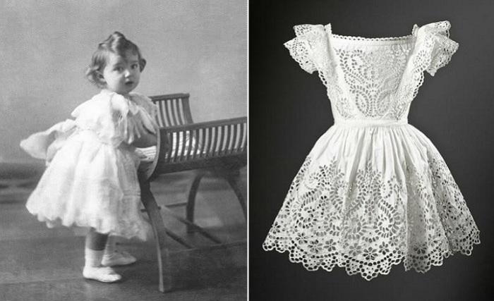 Девочка переодевает мальчика в платья
