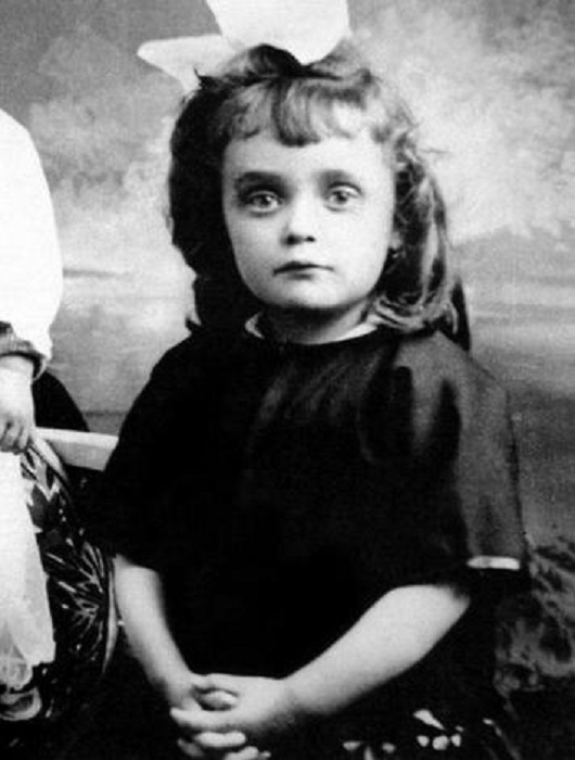 Эдит Пиаф в детстве.