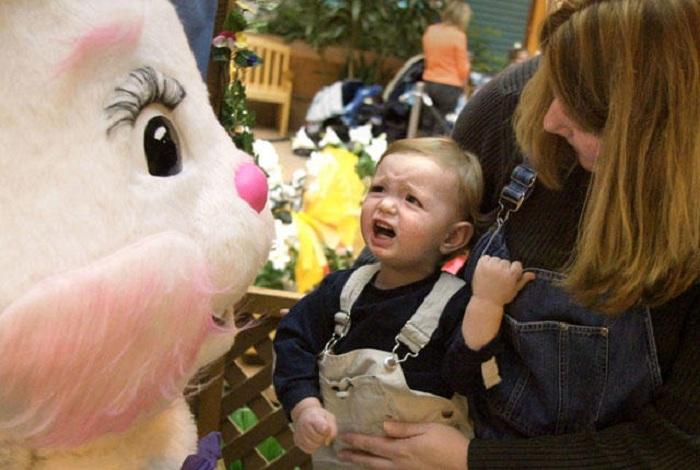 В Америке и Европе детей на Паху поздравляет пасхальный кролик. | Фото: mentalfloss.com.