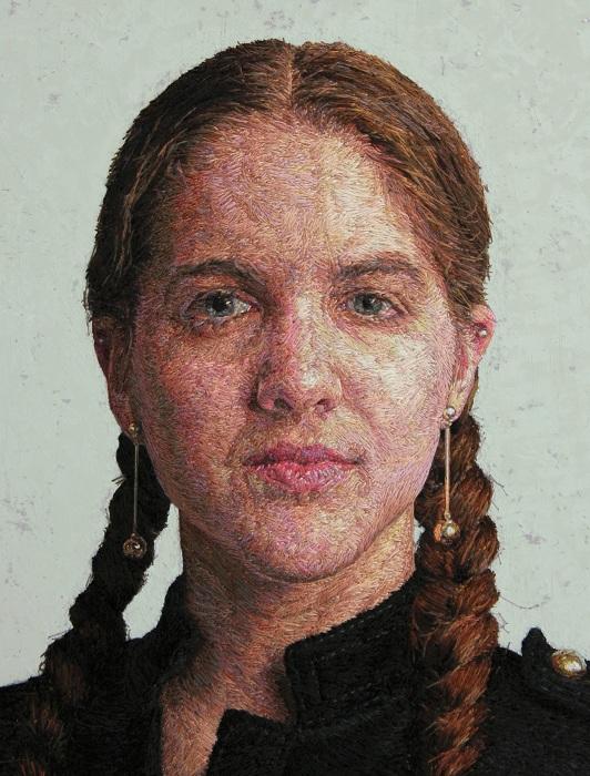 Портрет, вышитый нитками.