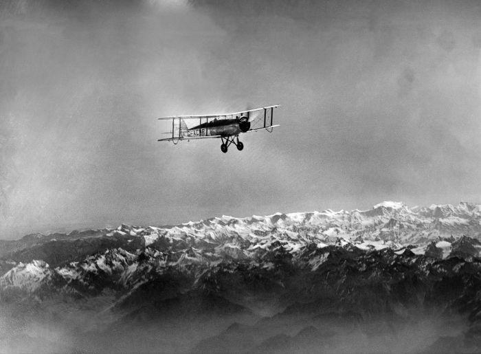 Первый полет над Эверестом.
