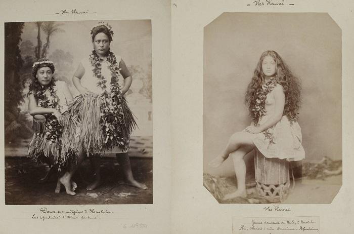 Гавайские женщины топлесс.
