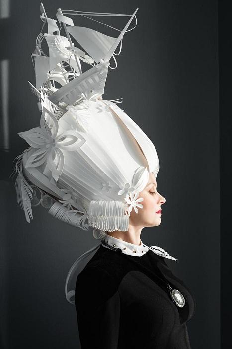 Украинская художница Ася Козина вырезает из бумаги потрясающие парики.