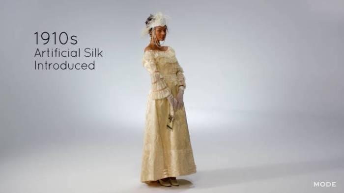 В начале 1910-х стал популярным искусственный шелк.