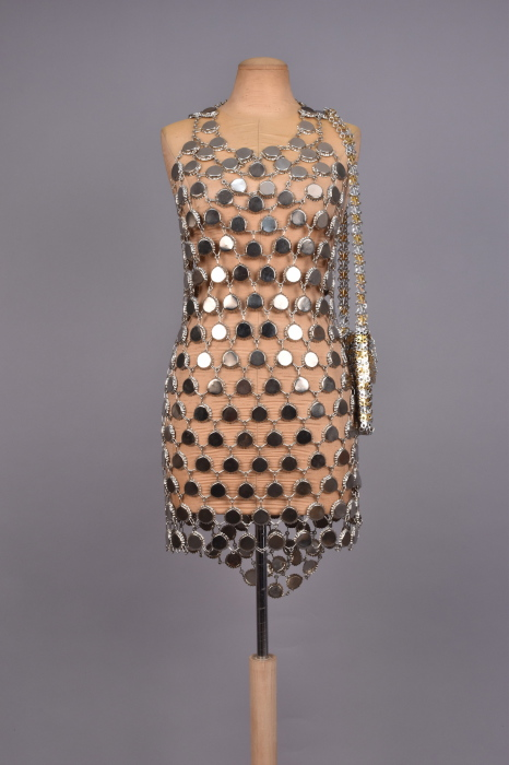 «Металлическое» платье.