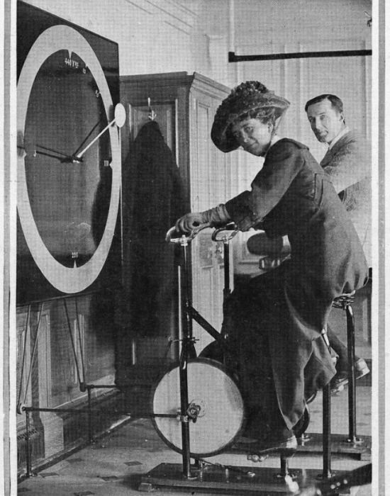 Пассажиры «Титаника» на велотренажерах. | Фото: telegraf.com.ua.