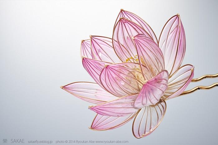 Украшение, созданное японской мастерицей Sakae.