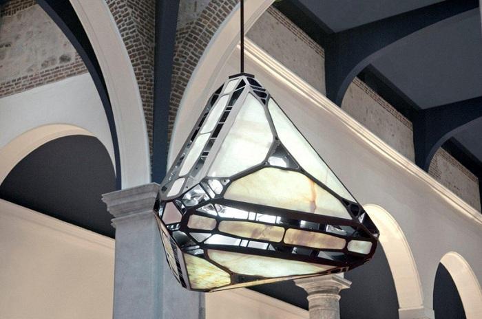Конструкция в виде кристалла.