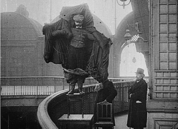 Франц Райхельт - человек, прыгнувший с Эйфелевой башни. | Фото: muselab.ru.