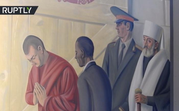 В роли волхвов выступают Далай-лама и Барак Обама. | Фото: russian.rt.com.