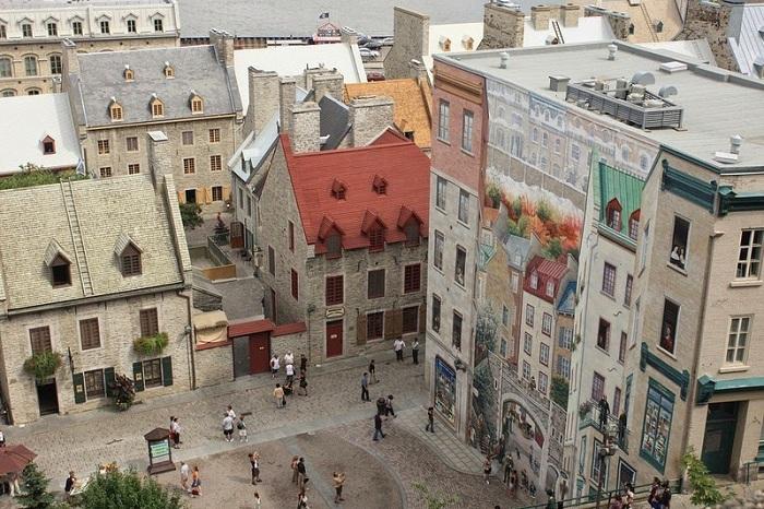 Огромная фреска в Квебеке, нарисованная на стене жилого дома.