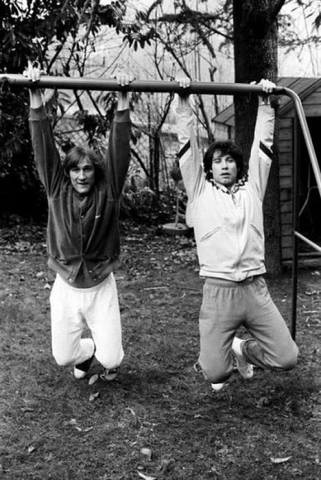 Актеры Gerard Depardieu и John Travolta в молодости.