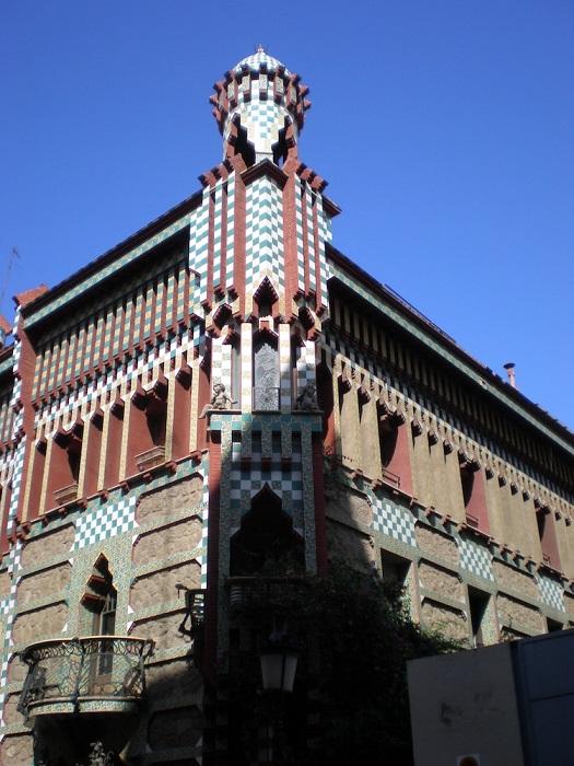 Casa Visens - одно из первых строений Антонио Гауди в стиле модерн. | Фото: mymodernmet.com.
