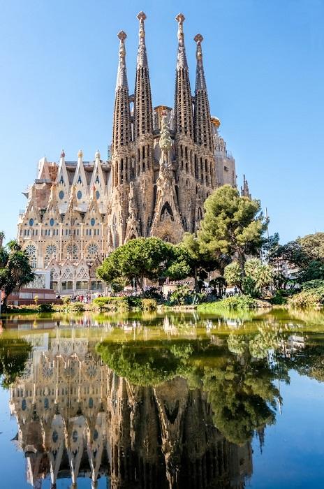 Саграда Фамилия - самый грандиозный проект Антонио Гауди. | Фото: mymodernmet.com.